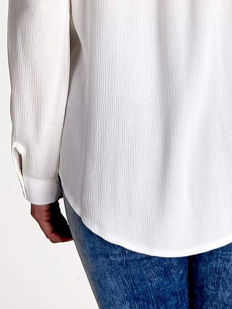 Biała koszula z kołnierzykiem zdobionym kamieniami                                  zdj.                                  7