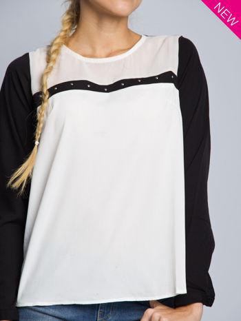 Biała koszula z kontrastowymi rękawami i czarnym pasem z przodu ozdobionym dżetami                                  zdj.                                  3