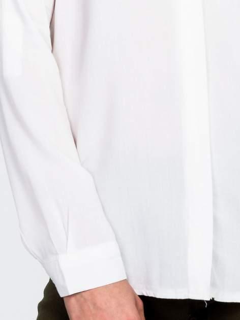 Biała koszula z koralikami na kołnierzyku                                  zdj.                                  7