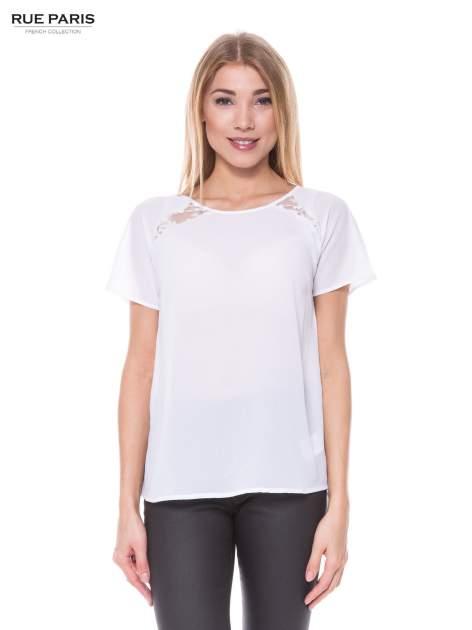 Biała koszula z koronkowymi wstawkami