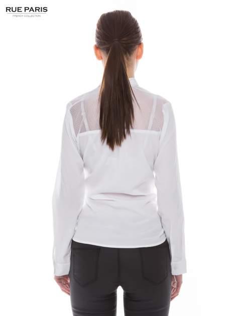 Biała koszula z siateczkowym tyłem                                  zdj.                                  2