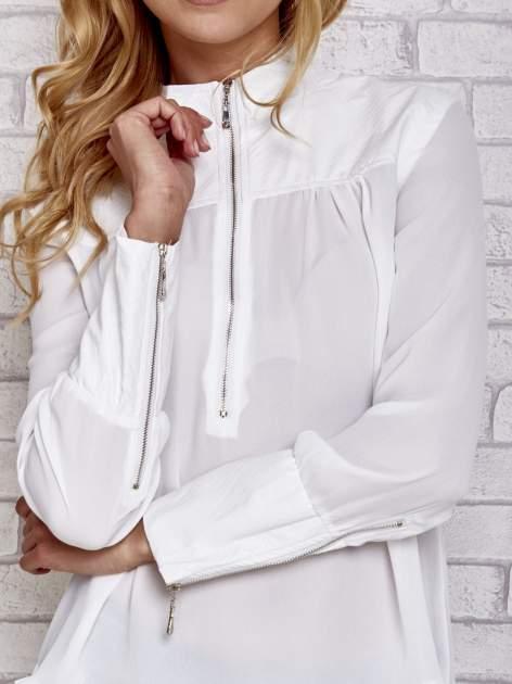 Biała koszula ze skórzanymi pikowanymi wstawkami                                  zdj.                                  5