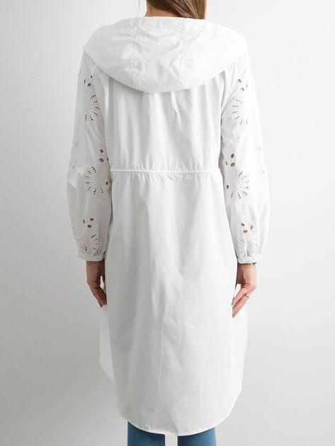 Biała kurtka z kapturem                               zdj.                              2