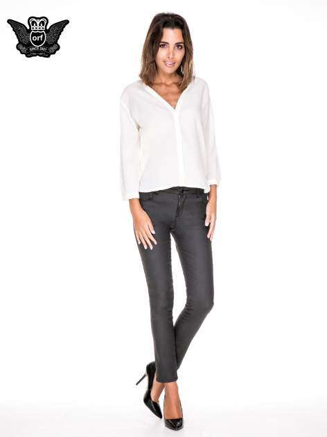 Biała minimalistyczna koszula z trójkątnym dekoltem                                  zdj.                                  2