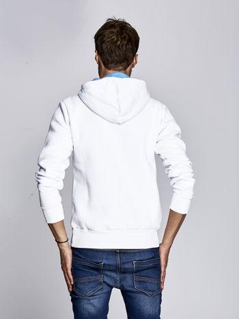 Biała ocieplana bluza męska z miejskim nadrukiem                              zdj.                              4