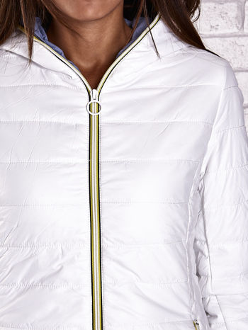 Biała ocieplana kurtka z kontrastowym wykończeniem kaptura                                  zdj.                                  9