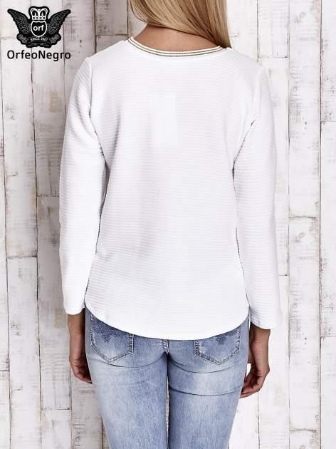 Biała prążkowana bluza ze złotym nadrukiem FASHION                                  zdj.                                  2