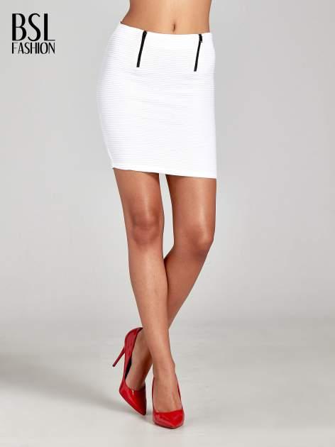 Biała prążkowana mini spódnica tuba z suwakami