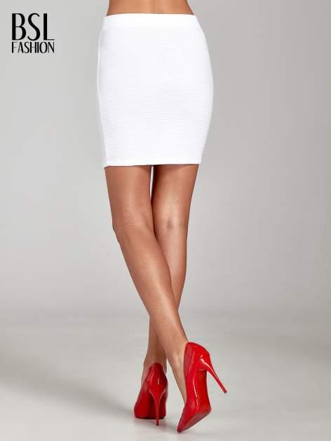 Biała prążkowana mini spódnica tuba z suwakami                                  zdj.                                  4