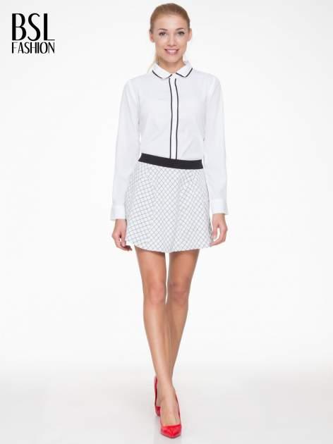 Biała rozkloszowana mini spódniczka w kratkę                                  zdj.                                  2