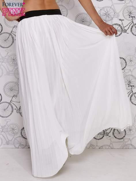 Biała spódnica maxi z ornamentowym paskiem                                  zdj.                                  4