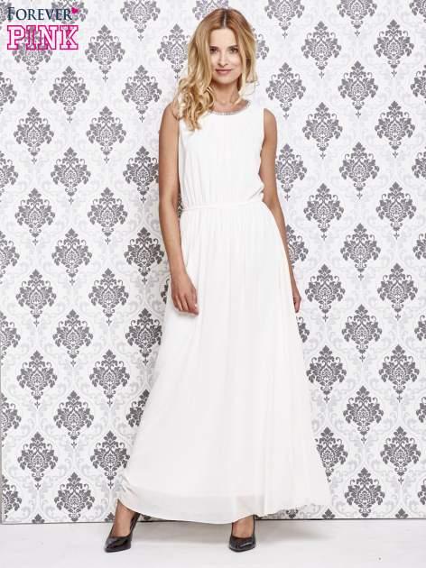 Biała sukienka maxi z biżuteryjnym dekoltem                                  zdj.                                  2