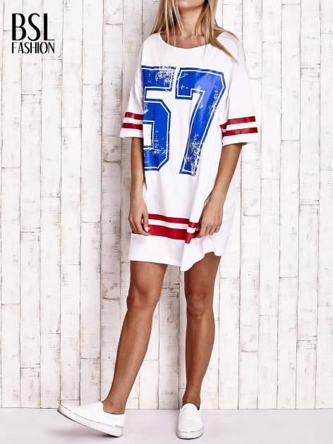 Biała sukienka w baseballowym stylu                              zdj.                              2