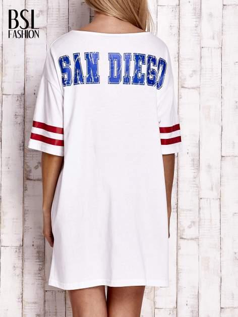 Biała sukienka w baseballowym stylu                              zdj.                              4