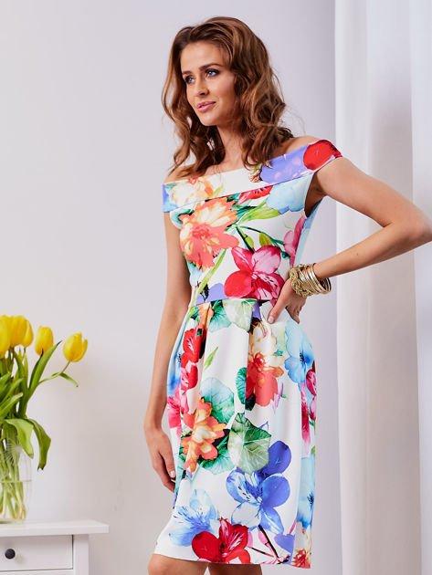 Biała sukienka w kolorowe kwiaty                              zdj.                              12