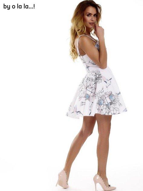 Biała sukienka w malarskie desenie BY O LA LA                              zdj.                              5
