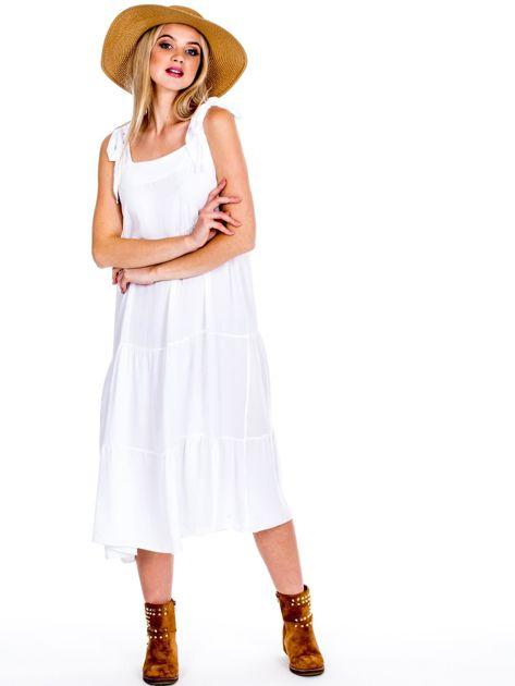 Biała sukienka wiązana na ramionach                              zdj.                              1
