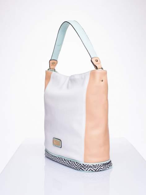 Biała torba na ramię z motywem geometrycznym                                  zdj.                                  3