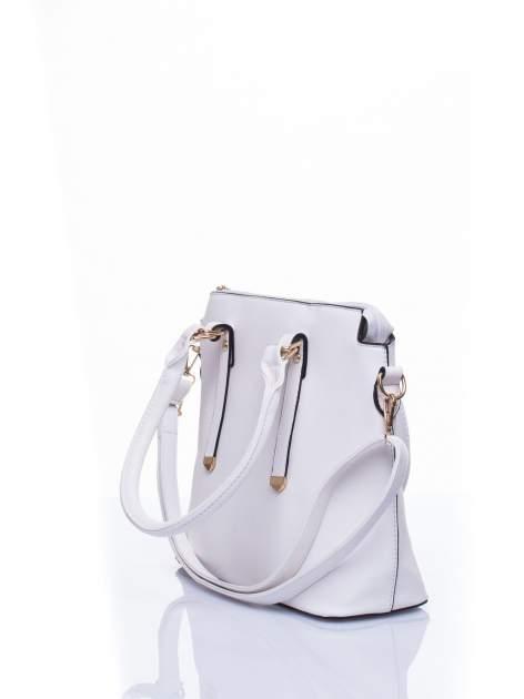 Biała torba na ramię z ozdobnymi detalami                                   zdj.                                  4