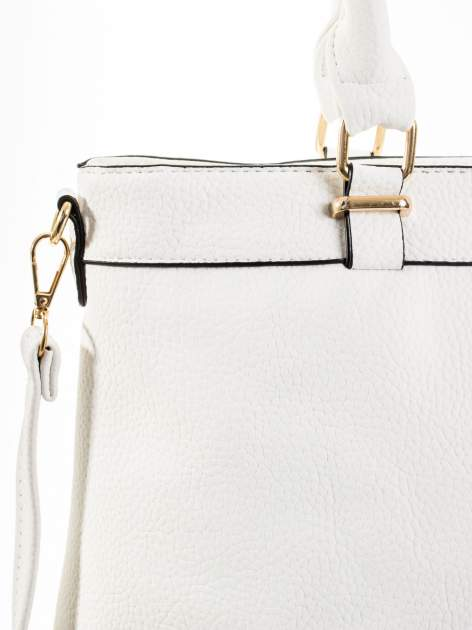 Biała torba na ramię ze złotymi okuciami                                  zdj.                                  8