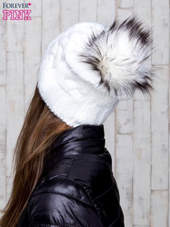 Biała wełniana czapka z pomponem                                  zdj.                                  3