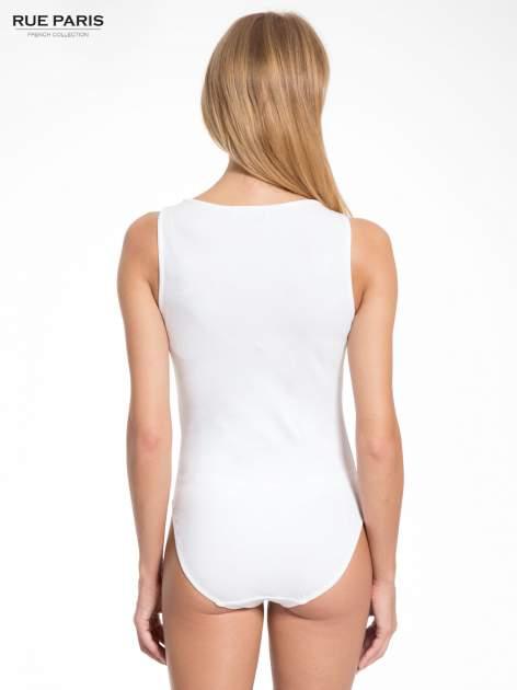 Białe gładkie body na szerokich ramiączkach                                  zdj.                                  4