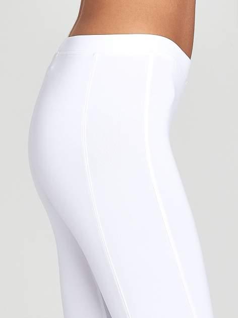 Białe legginsy sportowe termalne z drapowaniem                                  zdj.                                  5