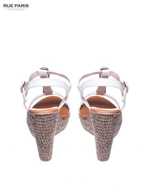 Białe letnie sandały t-bary na koturnie                                  zdj.                                  3