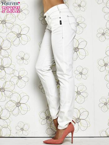 Białe materiałowe proste spodnie                                  zdj.                                  3