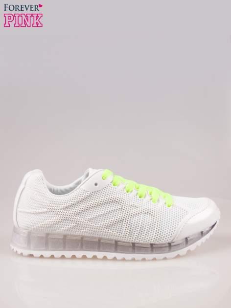 Białe siateczkowe buty sportowe damskie na rowkowanej podeszwie                                  zdj.                                  1