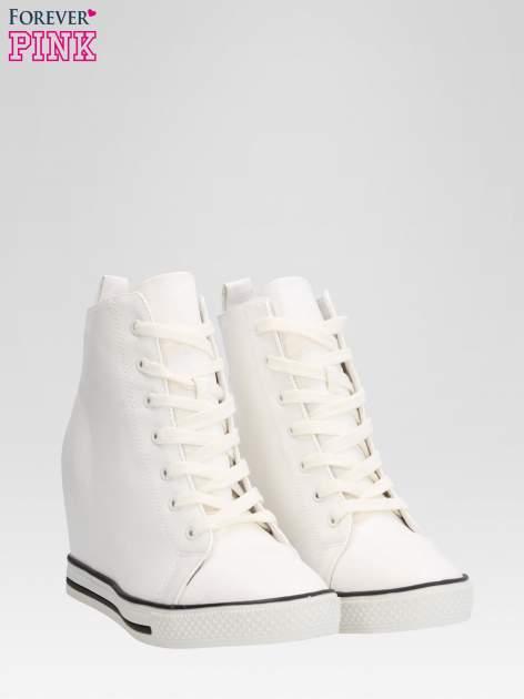 Białe skórzane sneakersy damskie                                  zdj.                                  2