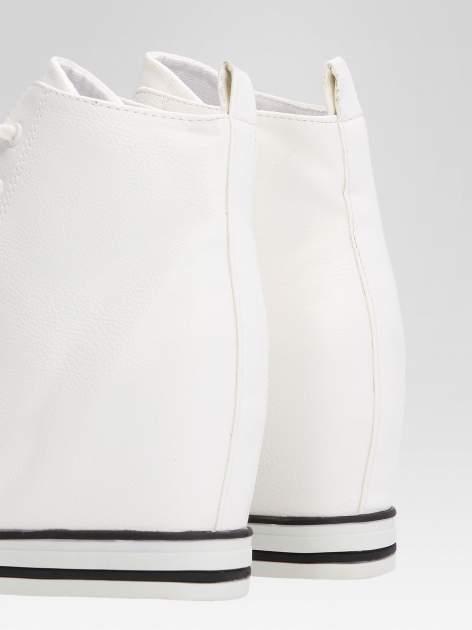 Białe skórzane sneakersy damskie                                  zdj.                                  7