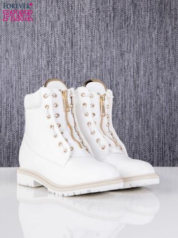 Białe skórzane traperki leather Fancy ze złotym suwakiem i dodatkami                                  zdj.                                  3
