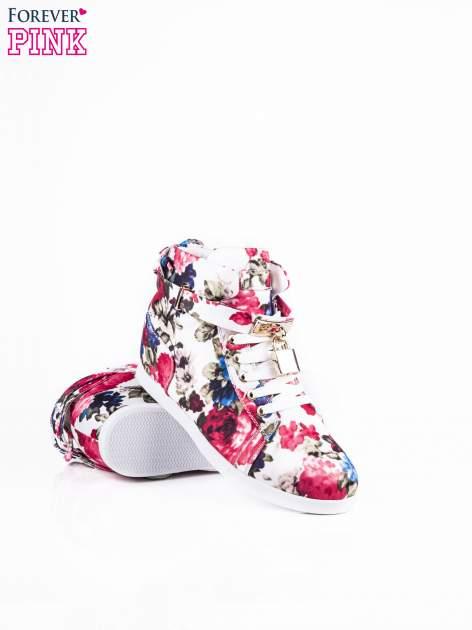 Białe sneakersy z kwiatowym motywem                                  zdj.                                  3