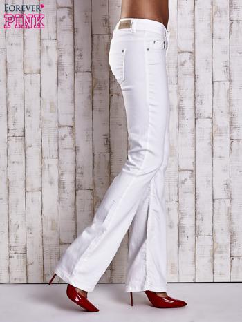 Białe spodnie jeansowe flared                                  zdj.                                  3