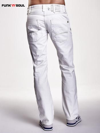 Białe spodnie męskie z ozdobnymi napami Funk n Soul                                  zdj.                                  2
