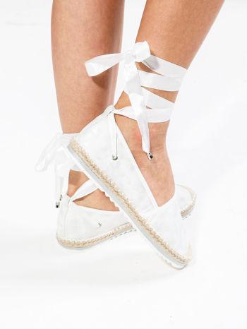 Białe wiązane espadryle lace up