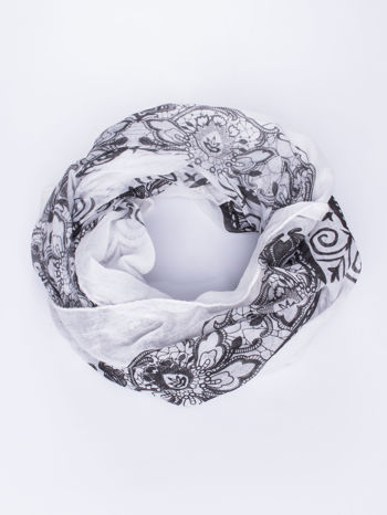 Biało-czarna chusta z dekoracyjnym ornamentem                                  zdj.                                  2