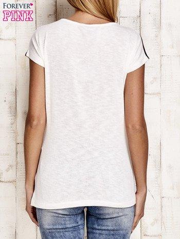 Biało-czerwony t-shirt w paski z napisem SCORPION BAY                                  zdj.                                  2