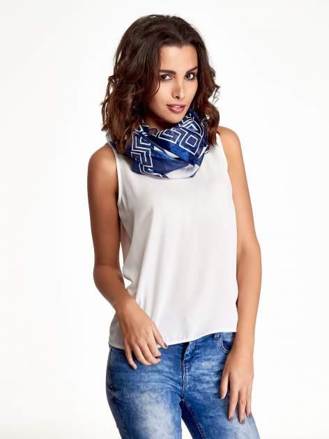 Biało-niebieska chusta apaszka we wzór geometryczny                                  zdj.                                  1