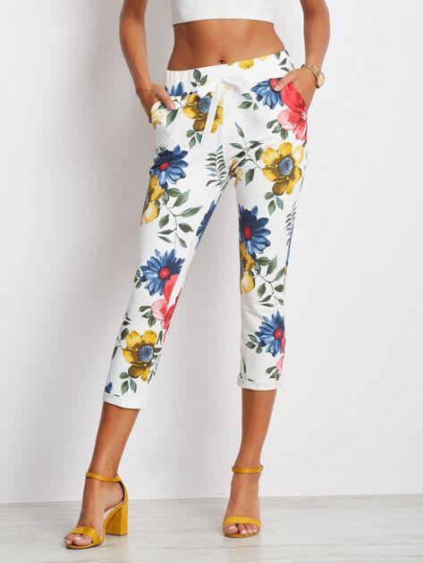 Biało-niebieskie spodnie Roses                              zdj.                              1