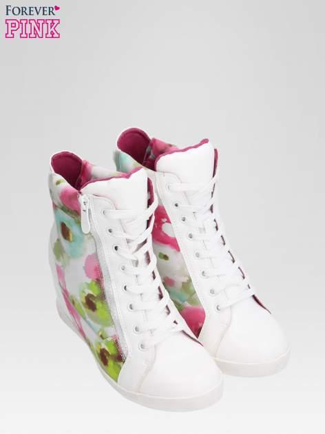 Biało-różowe sneakersy damskie z motywem floral                                  zdj.                                  6