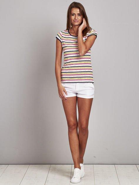 Biało-różowy t-shirt w kolorowe paski                               zdj.                              4