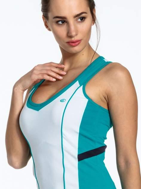 Biało-turkusowy damski top sportowy z nadrukiem na plecach                                  zdj.                                  4