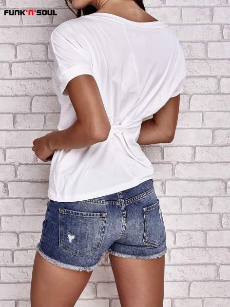 Biały asymetryczny t-shirt z zapięciem na plecach FUNK N SOUL                                  zdj.                                  4