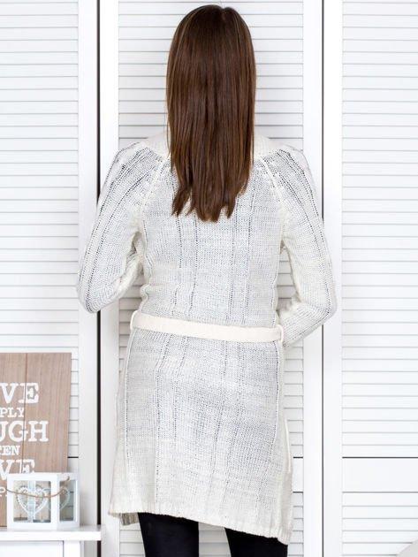 Biały ażurowy długi sweter typu kardigan z paskiem                                  zdj.                                  2