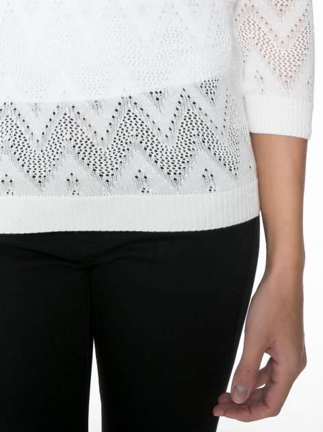 Biały ażurowy sweterek z rękawem 3/4                                  zdj.                                  8