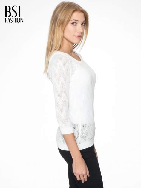 Biały ażurowy sweterek z rękawem 3/4                                  zdj.                                  3