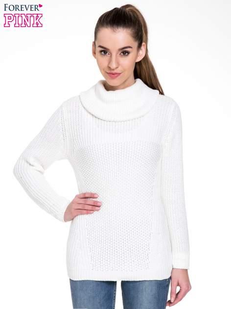 Biały ciepły sweter z golfowym kołnierzem                                  zdj.                                  1