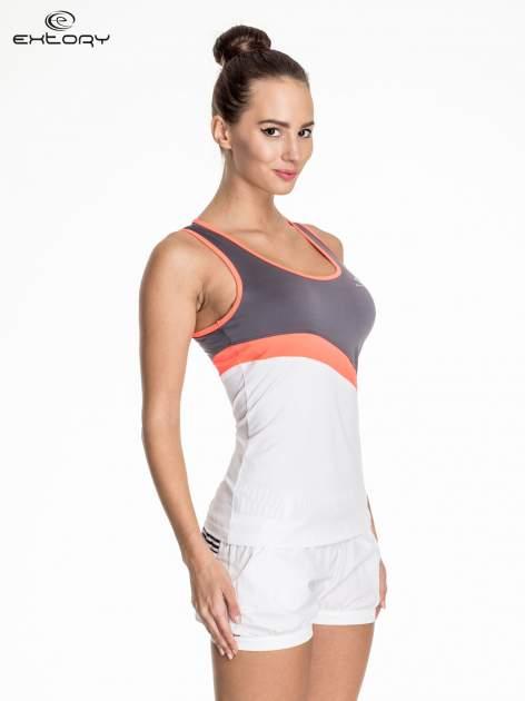 Biały damski top sportowy z szaro-koralowym modułem                                  zdj.                                  3